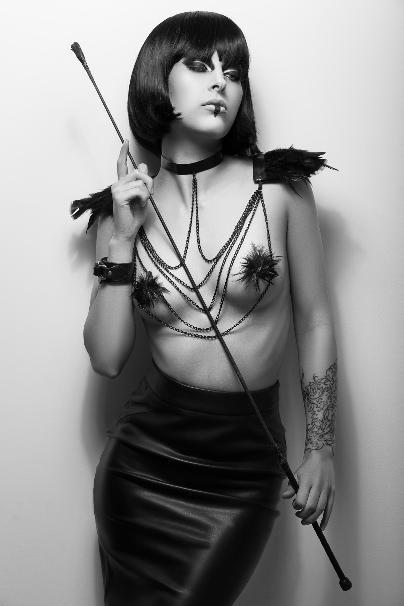 Mistress  Modèle : Jessica Gilles / Thana Modèle Make-Up Hair & Stylism : Tokyo Mua Site Web : http://www.vinnyhardy.com